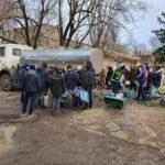 """Ще одна спроба: бригада """"Води Донбасу"""" після обстрілу знову вийшла ремонтувати водогін під Торецьком"""