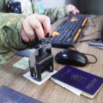 Мешканець ОРДО купив український паспорт за біткоїни та поїхав через КПВВ. За це він заплатить штраф