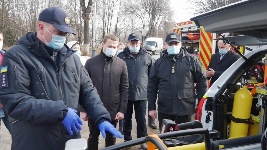 Рятувальники 6 громад Донеччини отримали нову спецтехніку, обладнання та костюми (ФОТО)