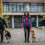 """Коли собака ― психологічний поводир. Інтерв'ю з координаторкою волонтерського проєкту """"Друг героя"""""""
