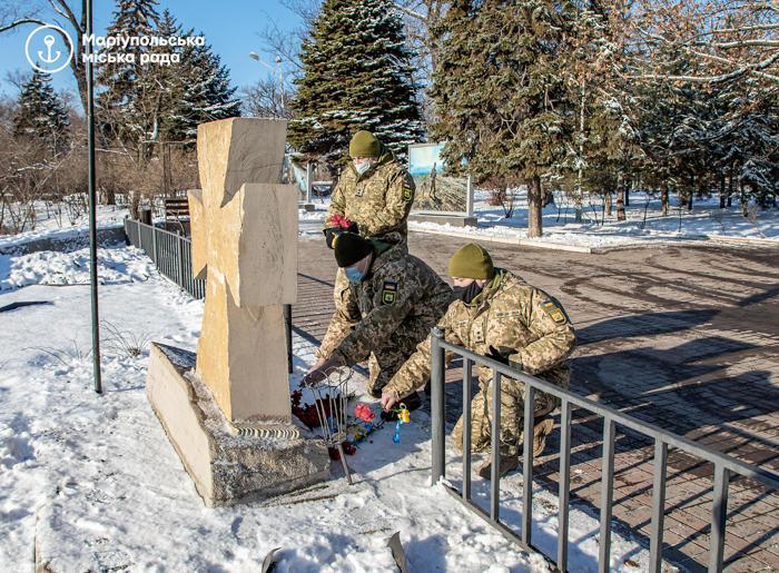 вшанування в Маріуполі пам'яті захисників Донецького аеропорту