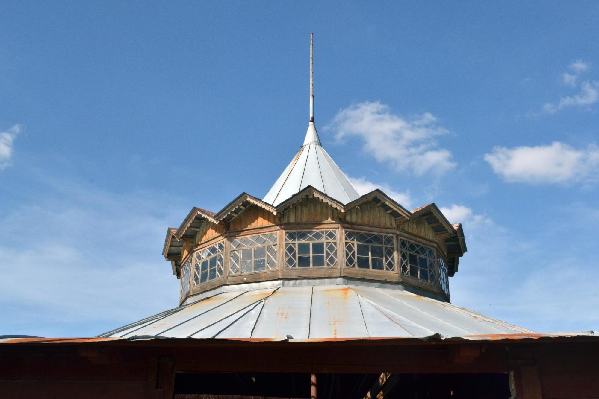 купол манежа Деркульського кінного заводу