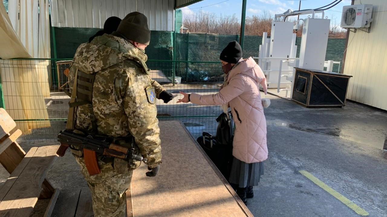 Неделя на КПВВ Донбасса