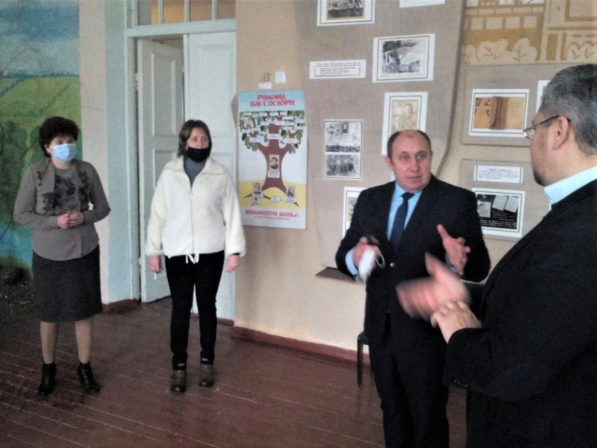 Сіверський міський голова Андрій Черняєв у музеї Сосюри. фото: Facebook Юлії Дейнеги