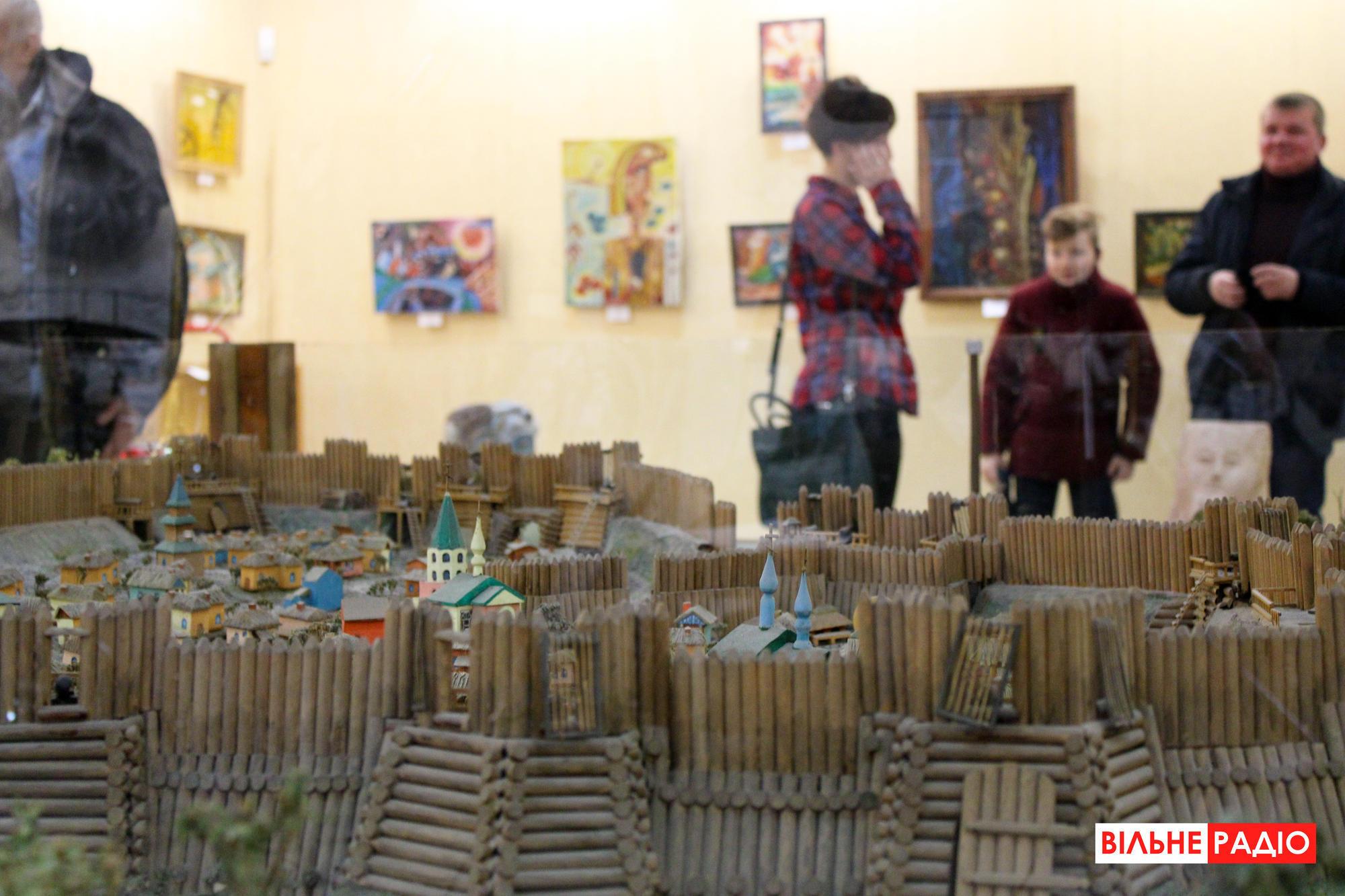 У Бахмуті стартувала виставка авангардного живопису
