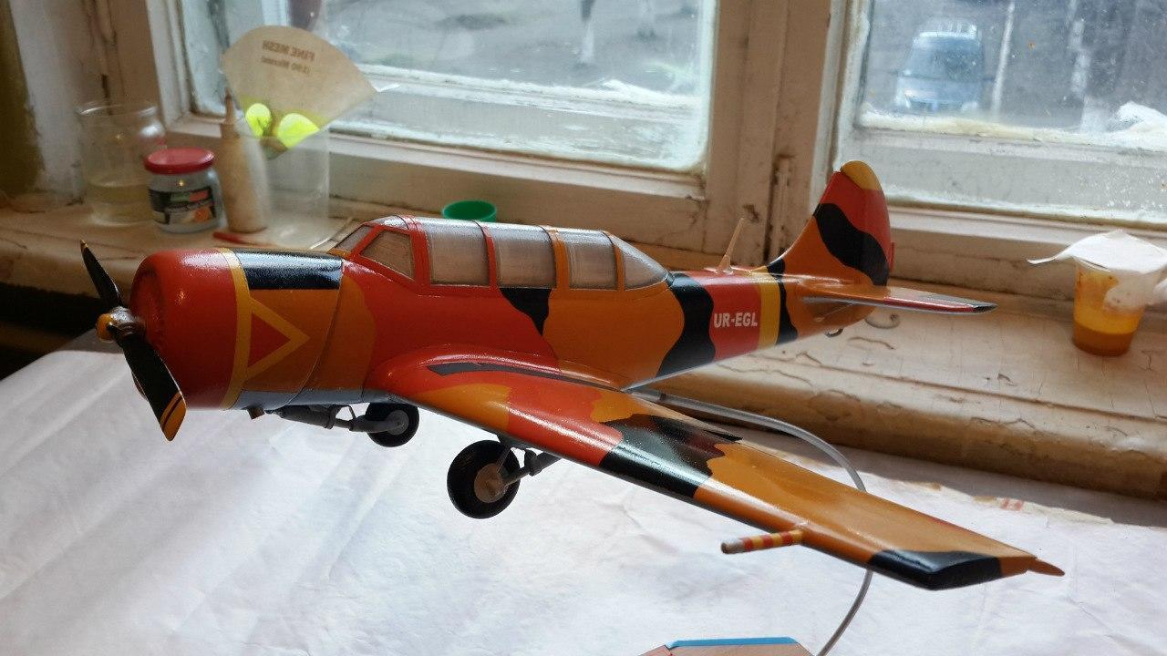 Модель самолета, которые делают в авиационном клубе в Славянске