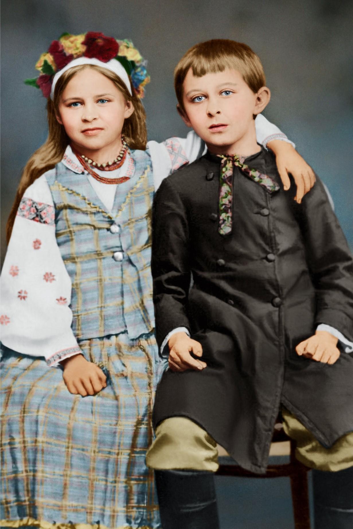 Леся Украинка с братом Михаилом