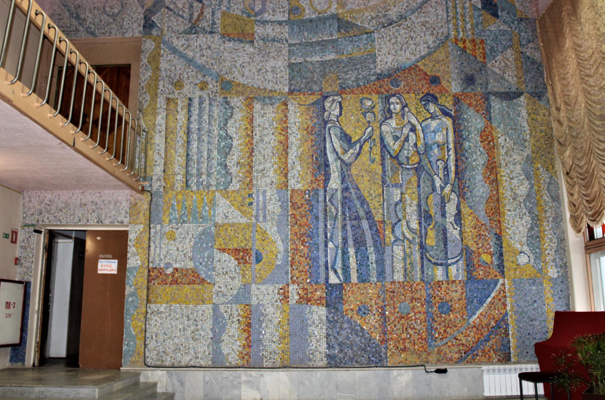 мозаїчне панно у Світлодарському палаці культури