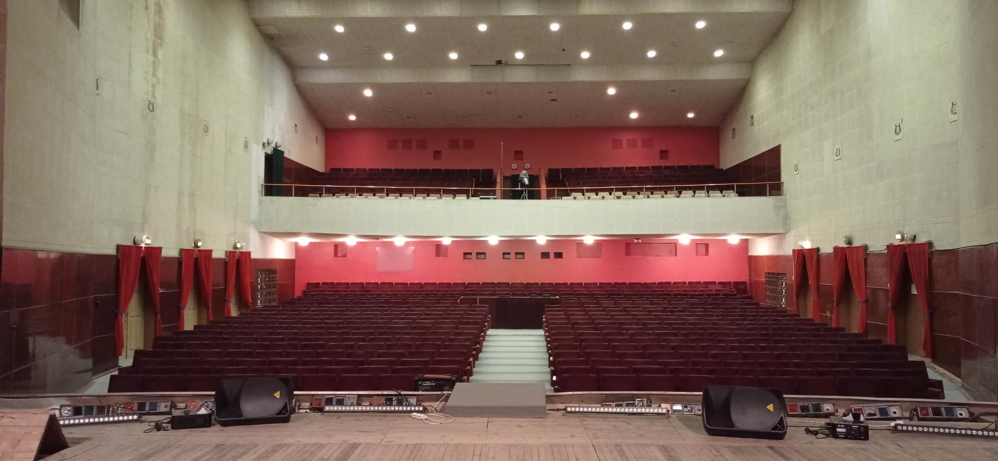 концертний зал Світлодарського палацу культури