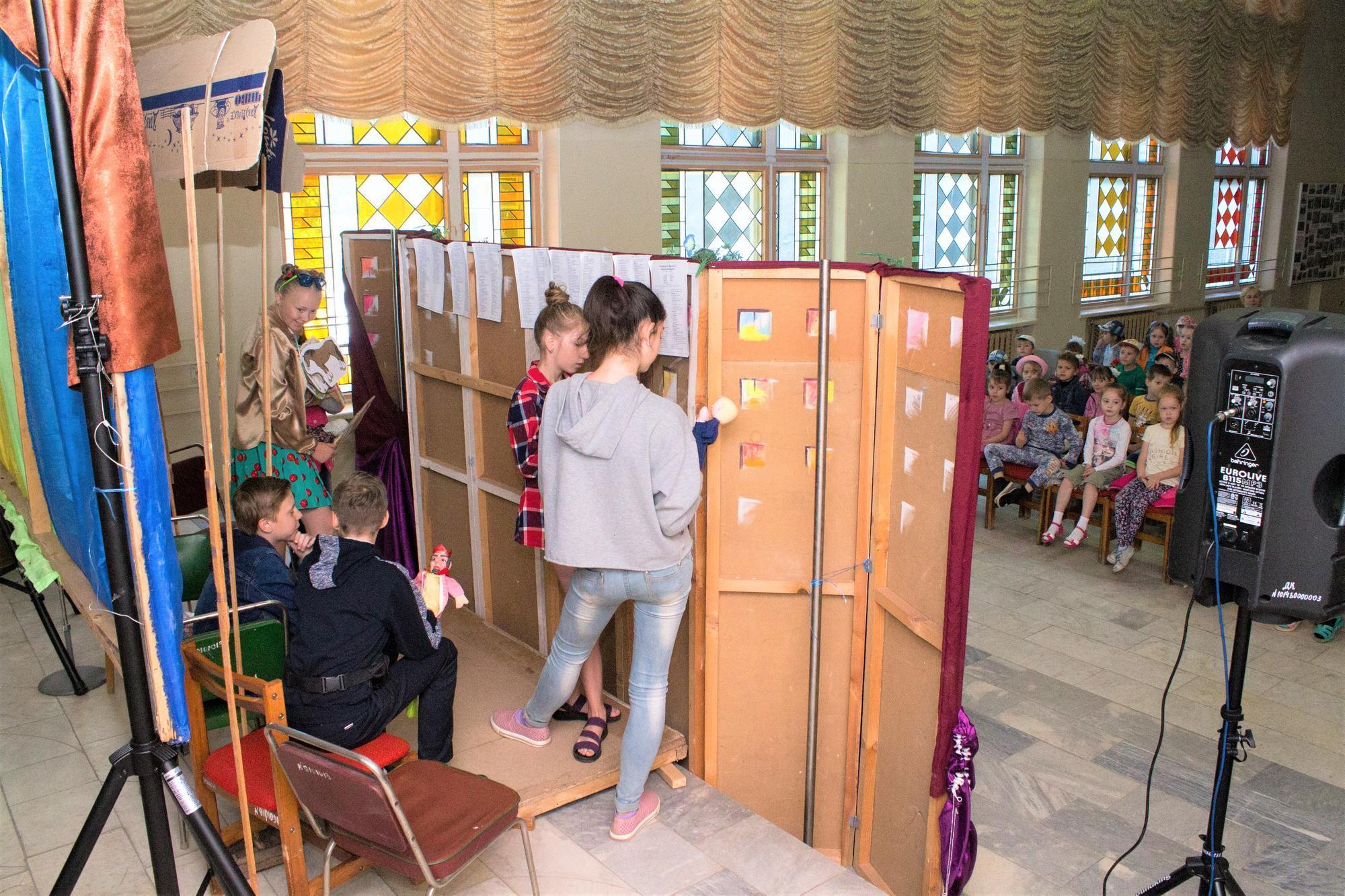 кукольный театр в дворце культуры Светлодарска