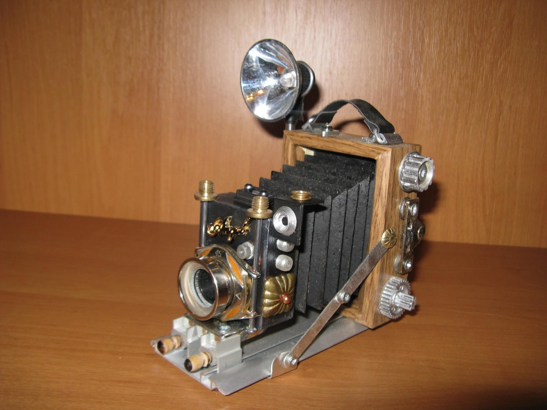 модель фотоапарату у стилі стімпанк з Бахмута