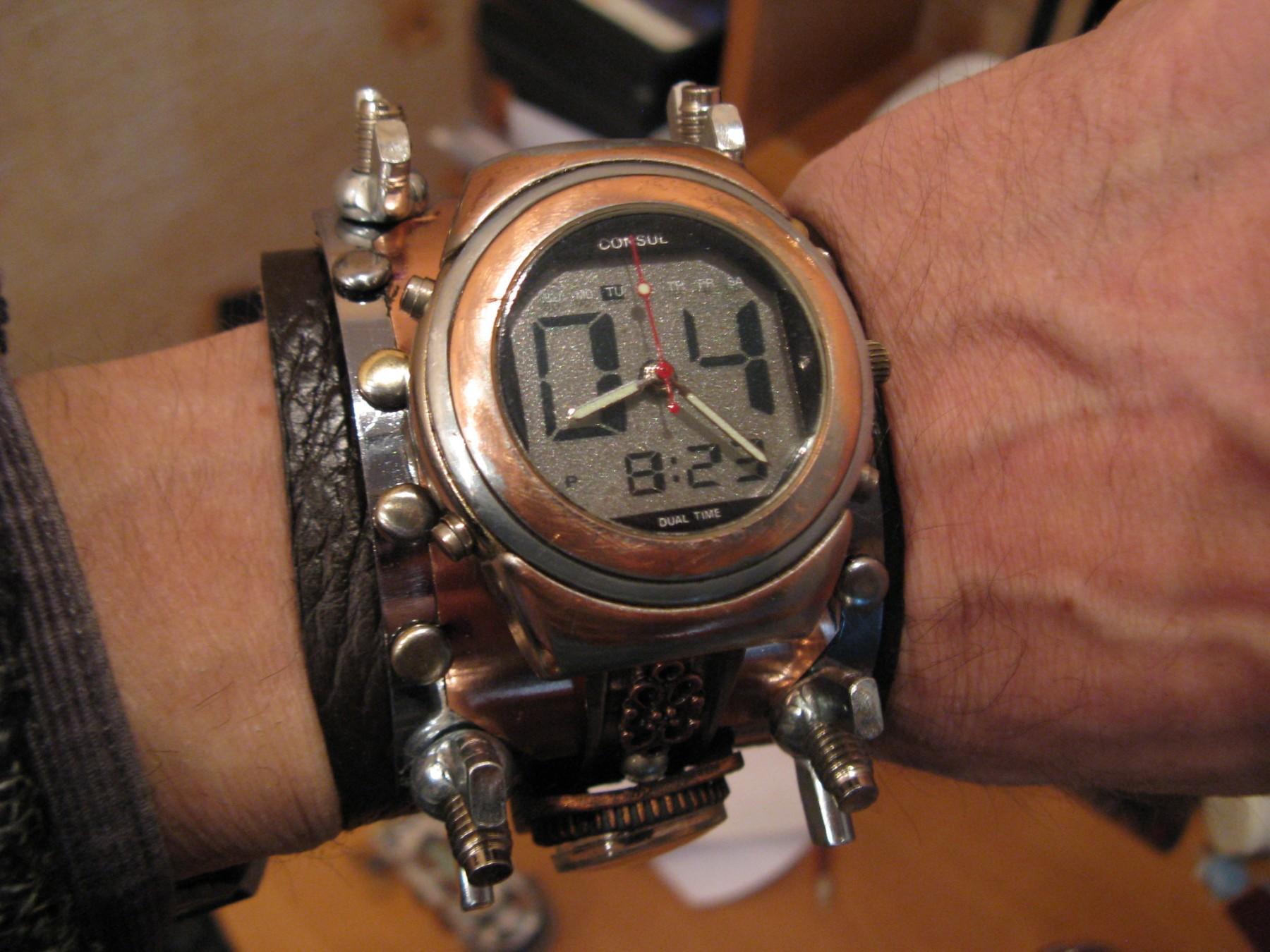 наручний стімпанк-годинник зроблений в Бахмуті