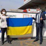 В Україну везуть другу партію вакцини проти COVID-19. Цього разу — з Китаю