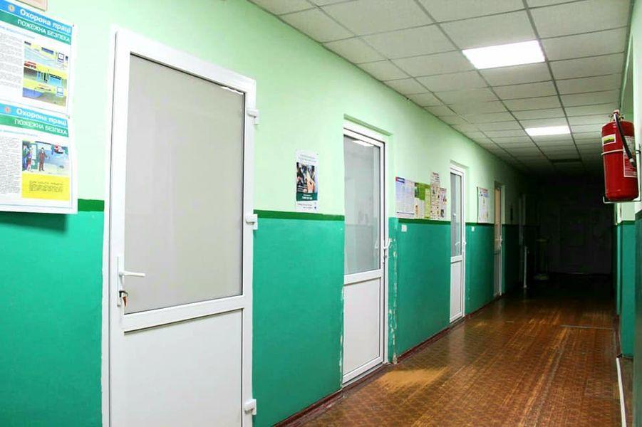 Коридор больницы под Торецком, которую переделали в стационар для больных с коронавирусом