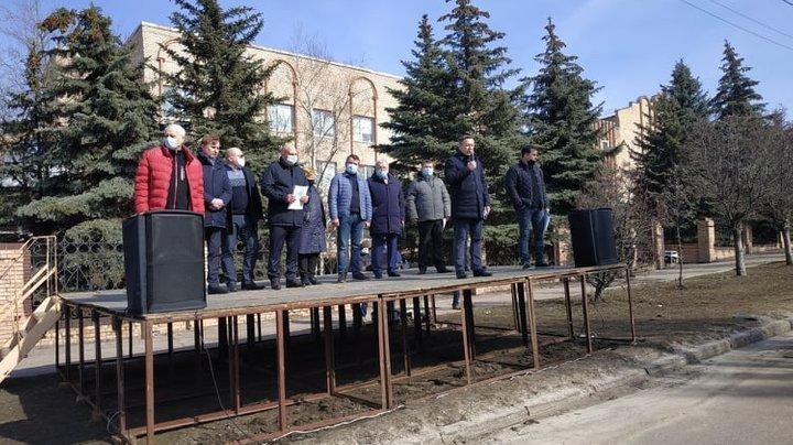 """У Краматорську протестували від будівлею """"Донецькоблгазу"""""""