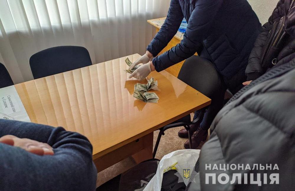 Заместителя городского главы Селидова поймали на взятке