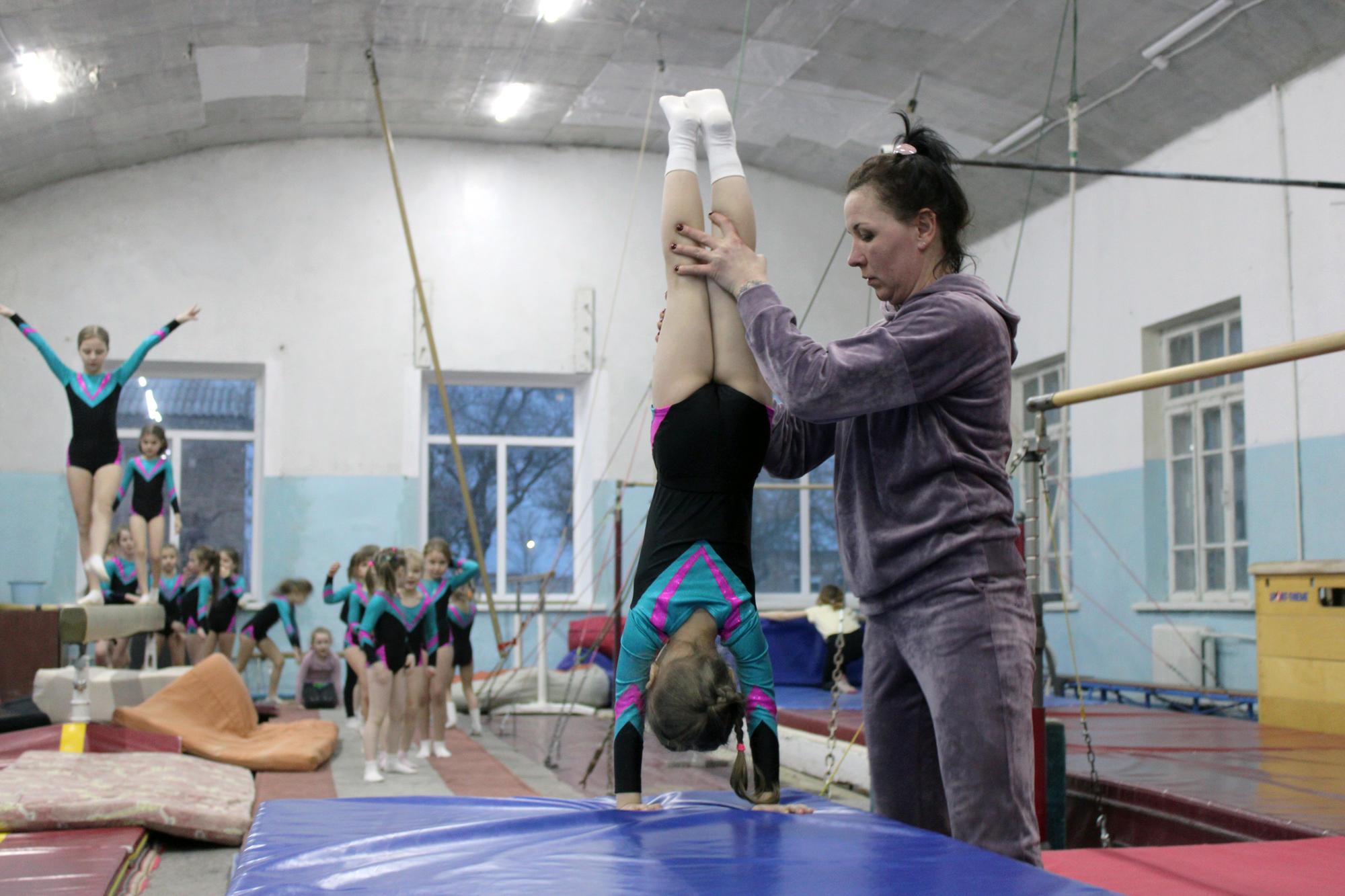 Як у Бахмуті тренують маленьких гімнасток