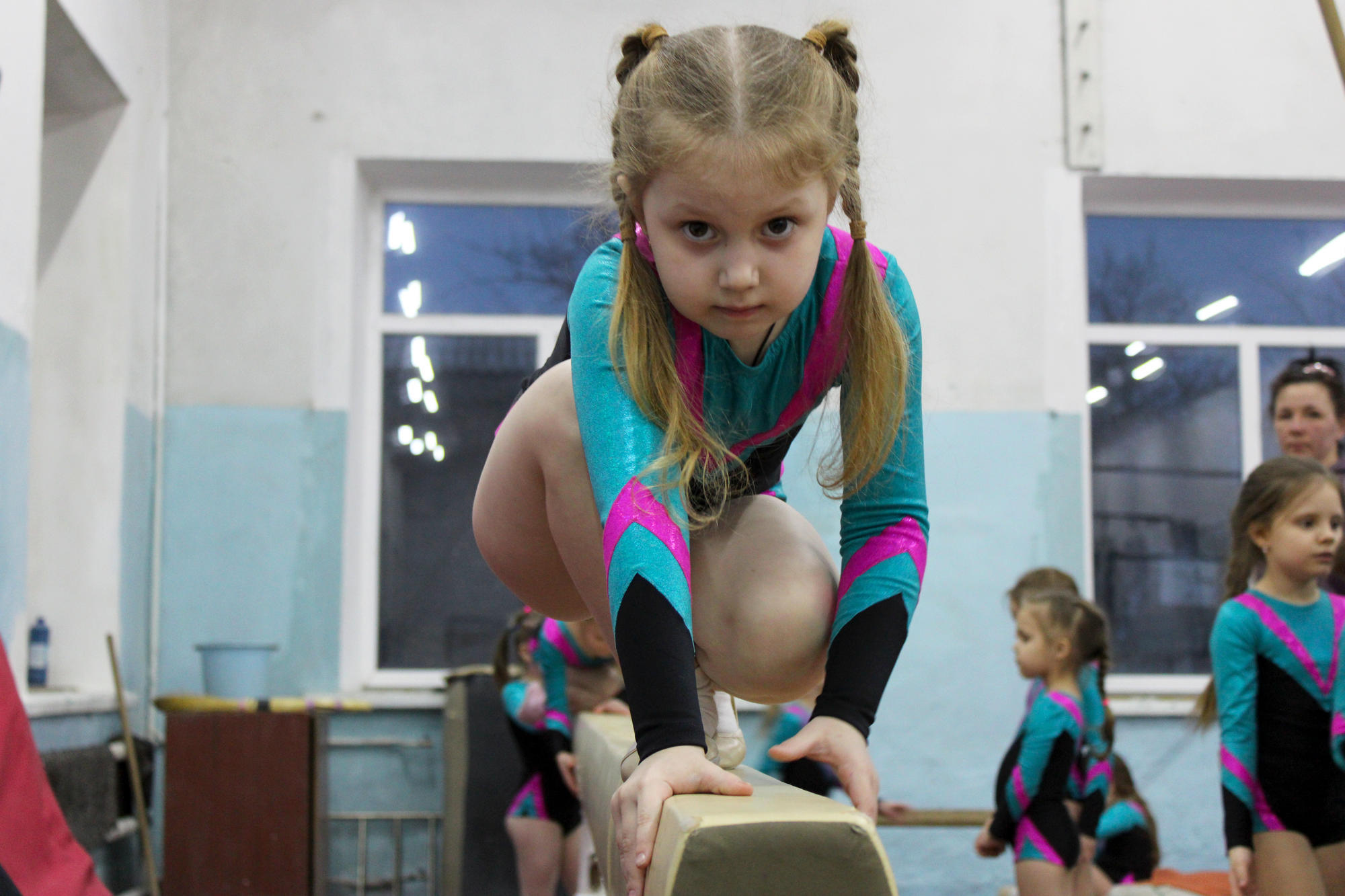 """Юні гімнастки бахмутського спортклубу """"Юпітер"""""""