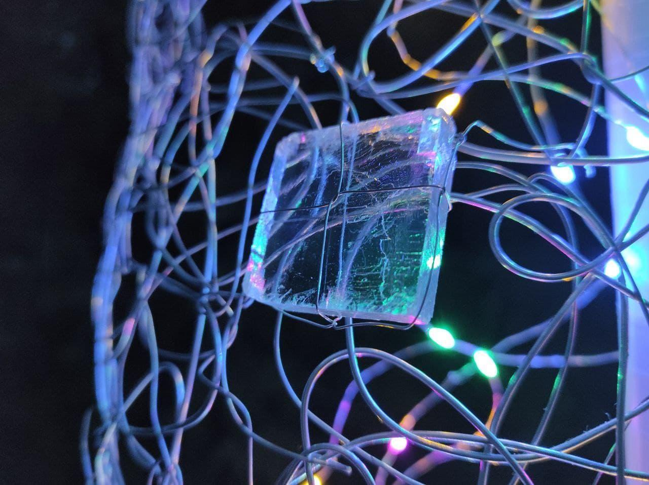 кристалл соли в инсталляции Валентины Беро