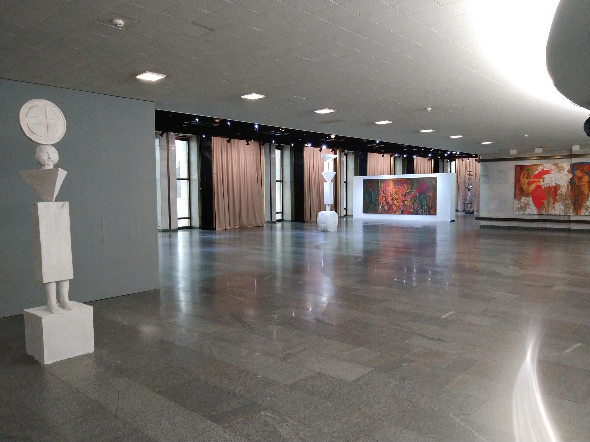 холл Украинского дома выставка Антипа