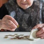 Відсьогодні в Україні зростуть пенсії. У середньому на 300 гривень