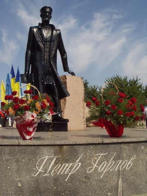 памятник Петру Горлову в Горловке
