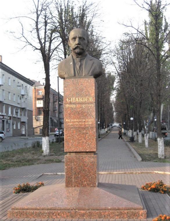 пам'ятник Єнакієву у Єнакієвому. Фото: Granit