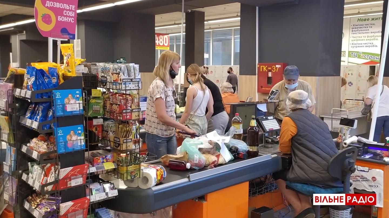 Супермаркет в Бахмуте, покупатели без масок