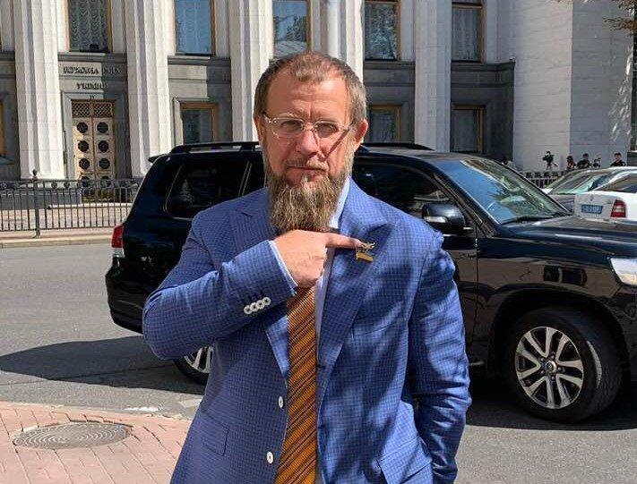 """Будинок в Криму, 2 """"крузаки"""" та коштовні годинники. Що декларує нардеп від Зайцевого Ковальов"""