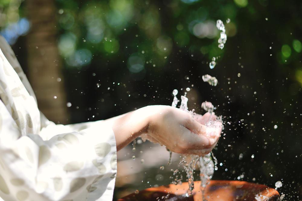 Зачем купаться на Чистый Четверг - рассказывает настоятель храма на Донетчине