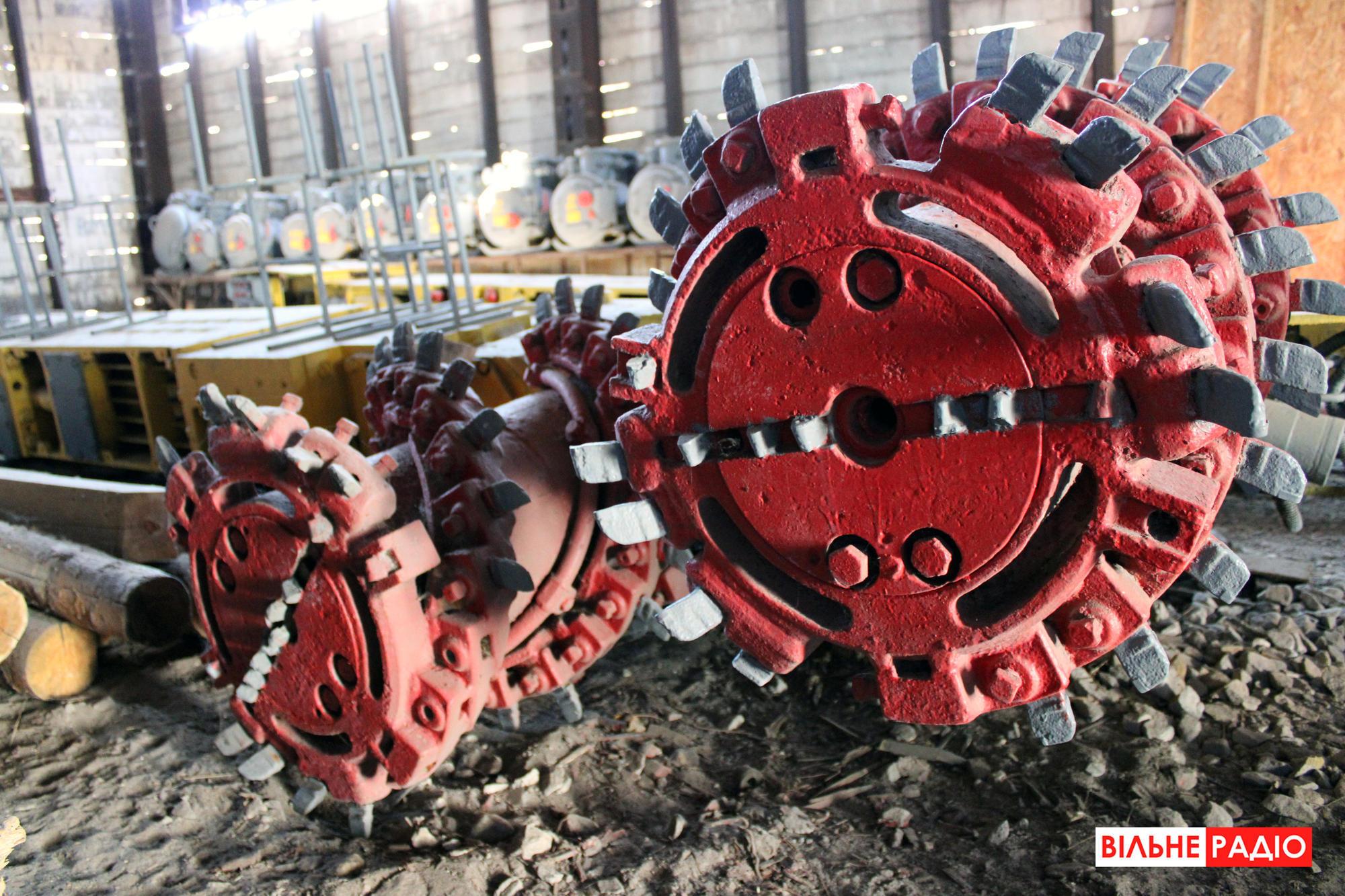 Горный комбайн, который дробит угольный пласт. Фото из учебной шахты в Торецке