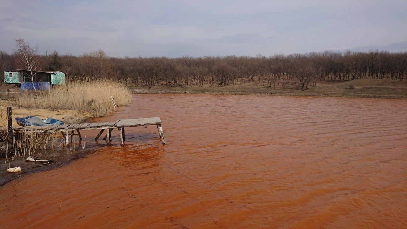 Водоем с отравленной водой в оккупированном Енакиеве