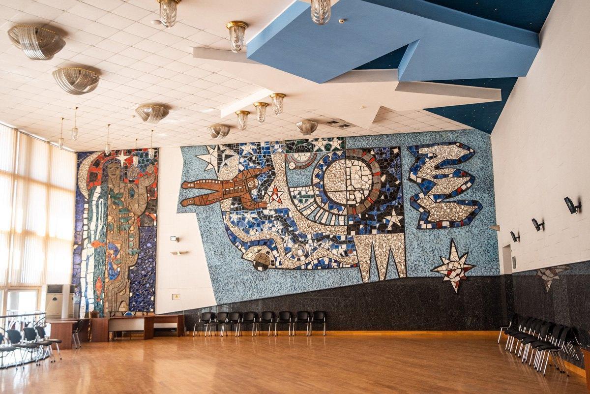 мозаїчне панно Космос у Маріуполі