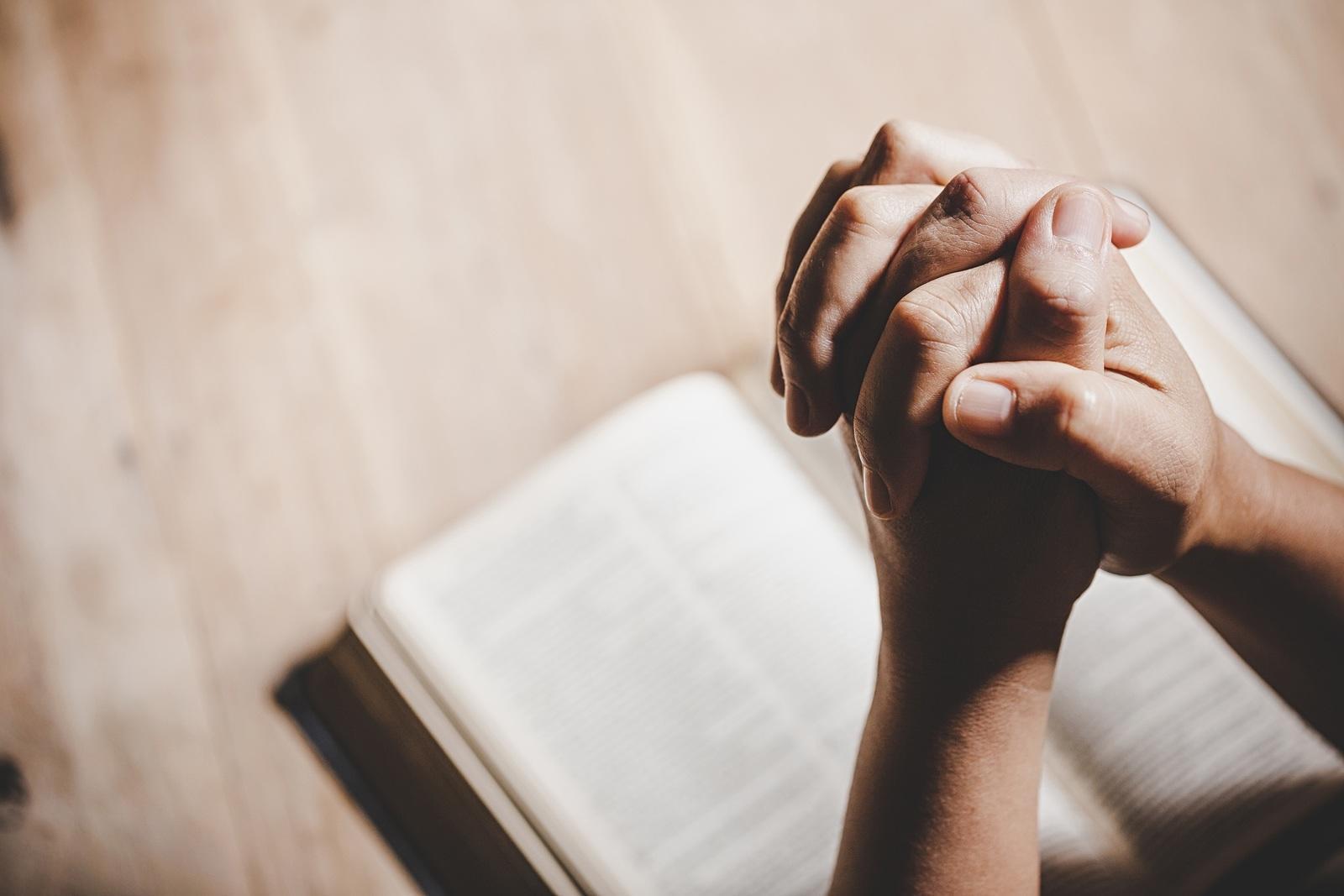 На Страстную неделю церковь рекомендует больше молиться