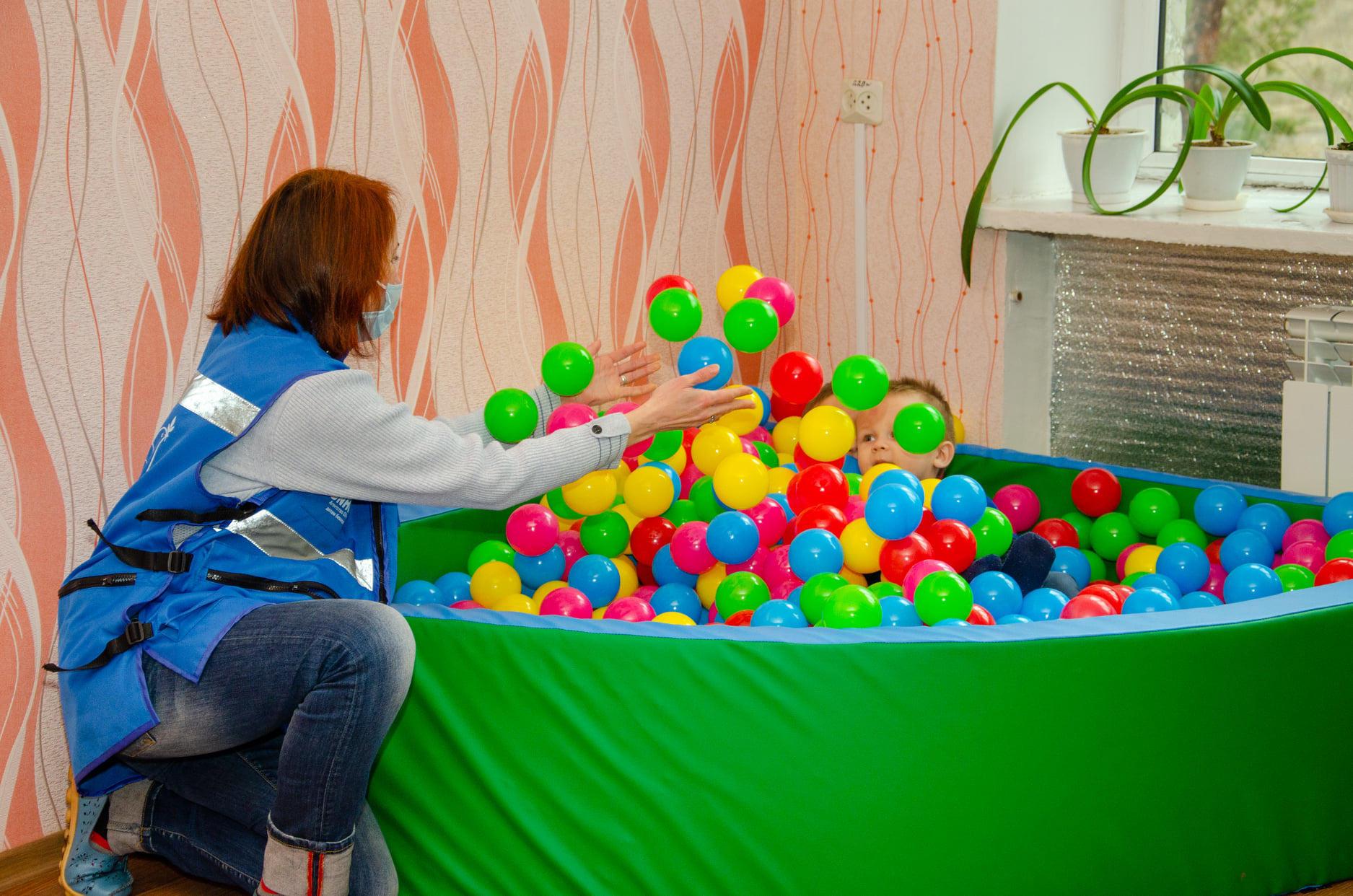 В Торецьку відкрили сенсорну кімнату для лікування дітей з аутизмом та зняття стресу (ФОТО)