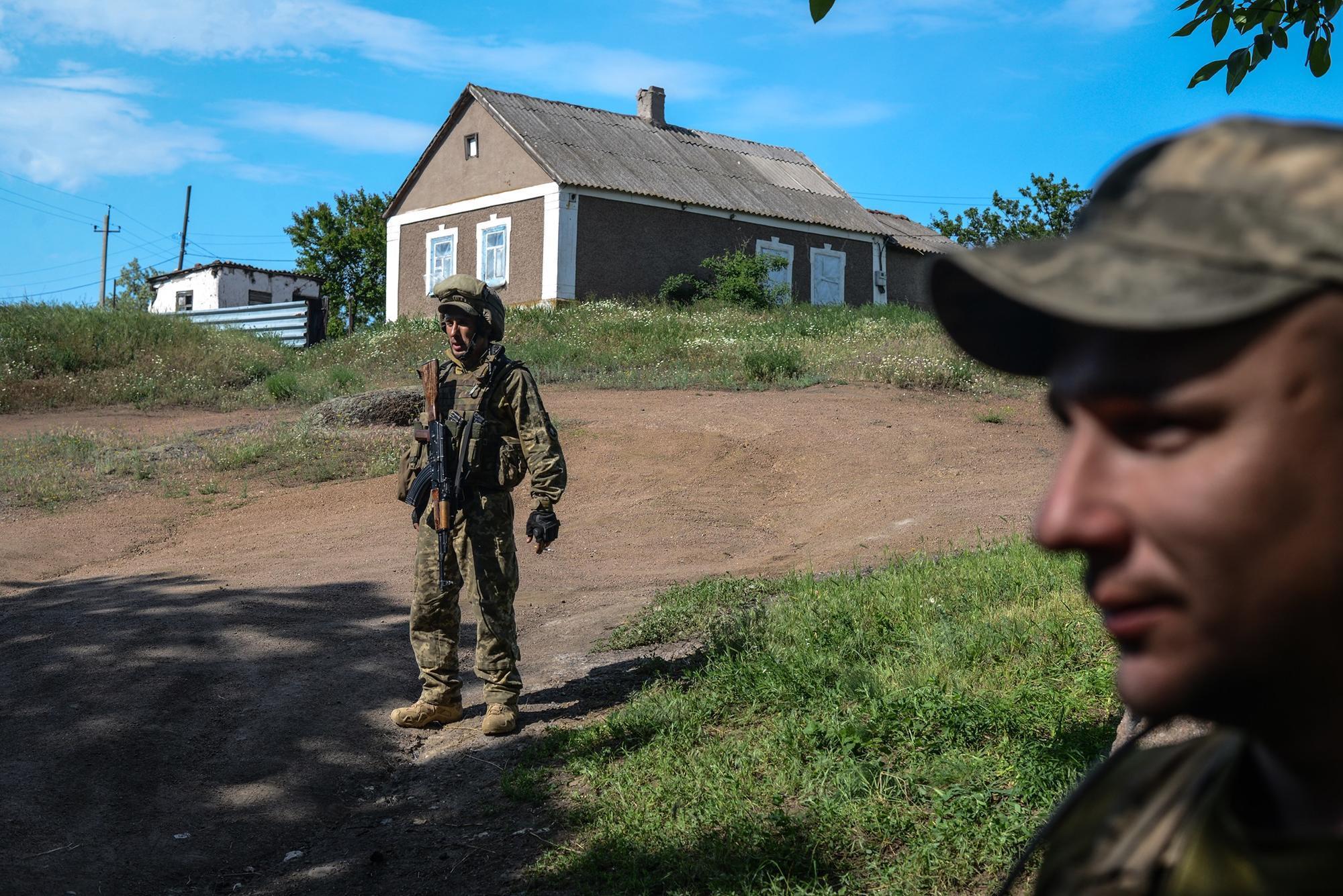 Рядом с домом в поселке Гранитное Донецкой области боевики сбросили две мины ВОГ-17