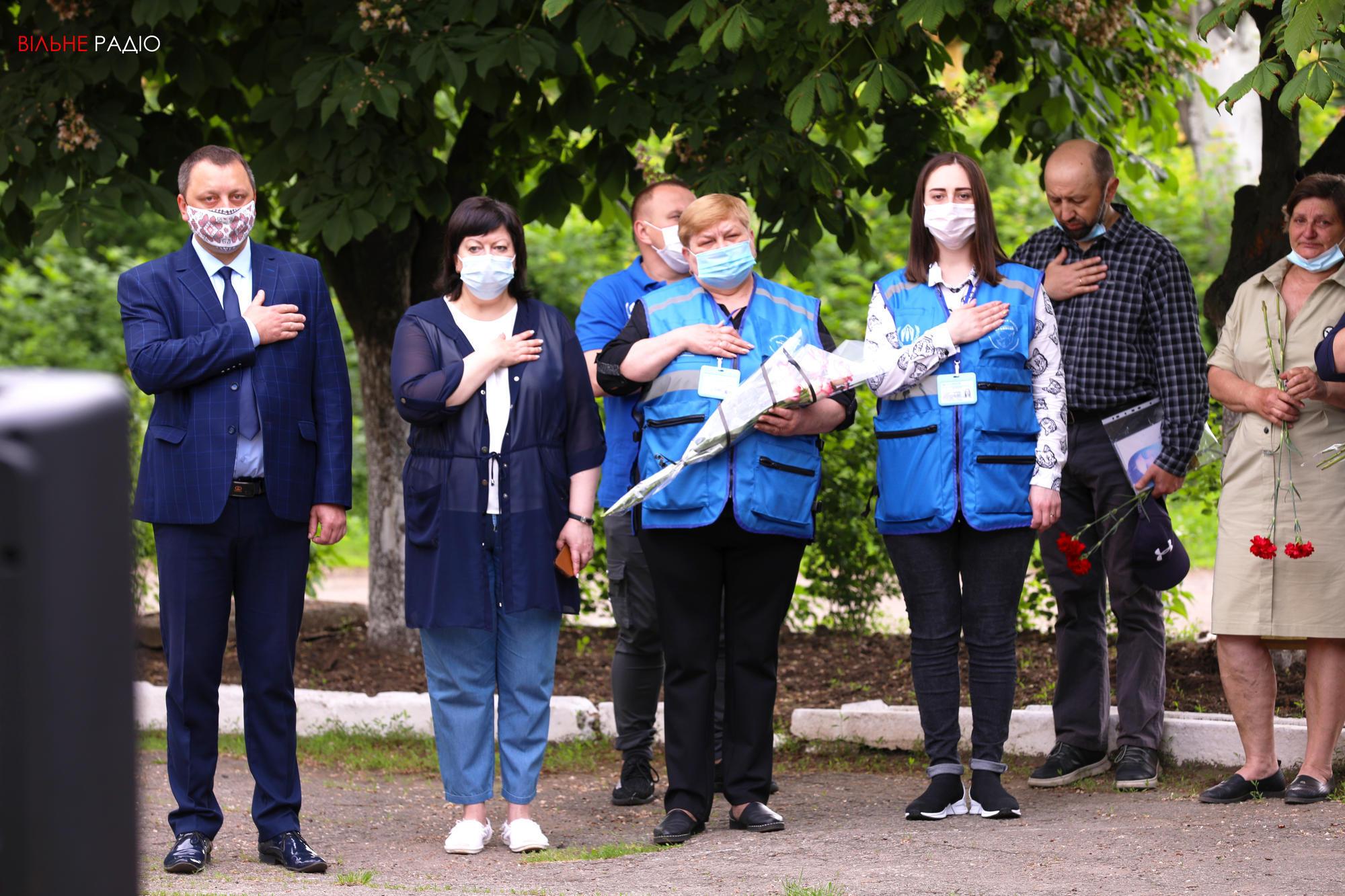 В Торецке открыли мемориальную доску в память о погибшей ученице