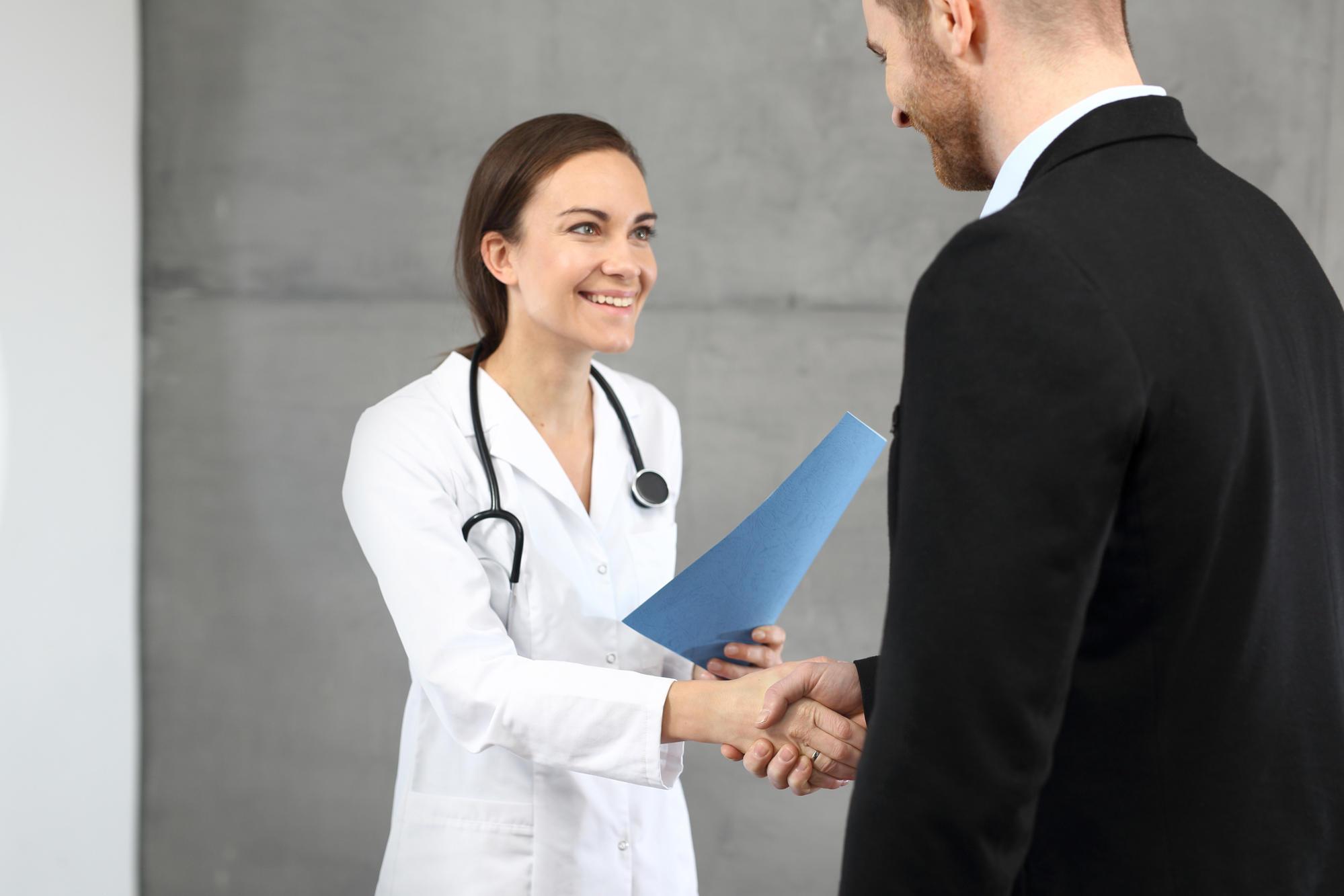 Лікар з Донеччини розповів, як швидко виписують після видалення геморою