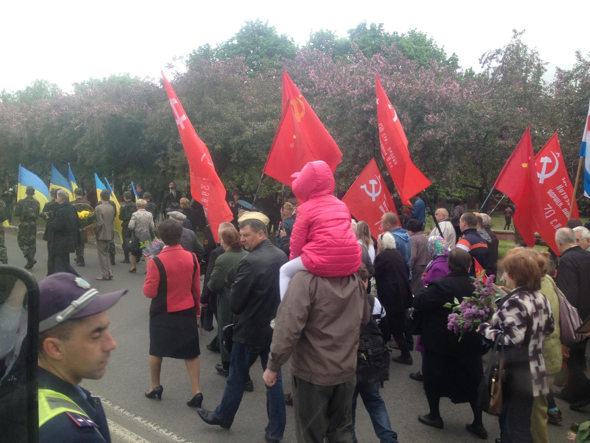 радянські прапори у Костянтинівці