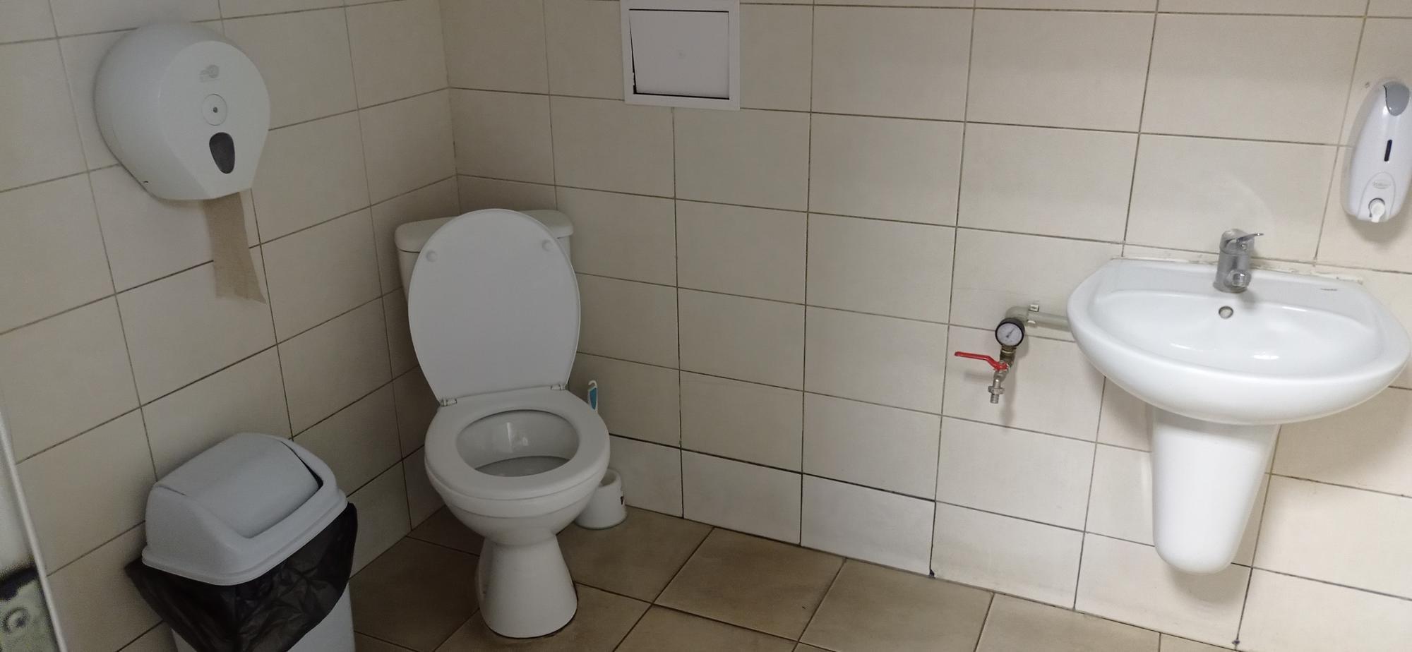 туалет на АЗС Параллель в Бахмуте