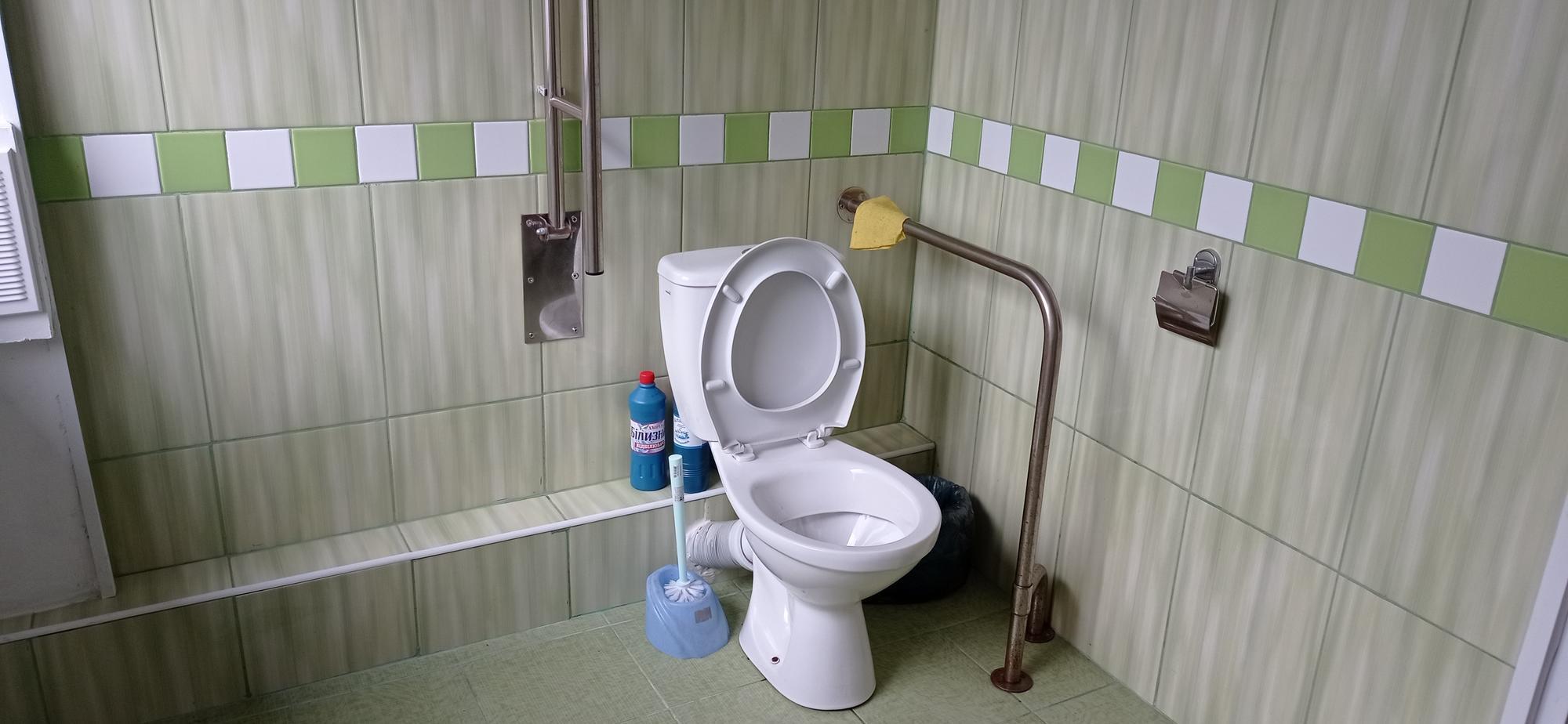 туалет для людей з інвалідністю в Бахмутській міськраді