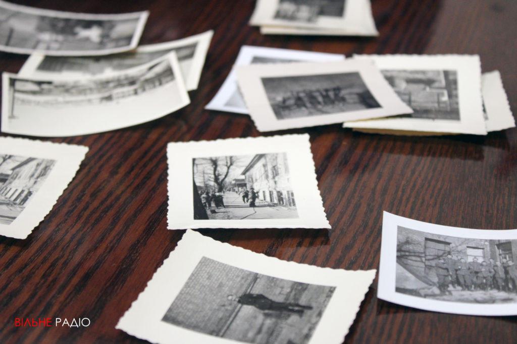 Активистка из Бахмута передала краеведческому музею исторические фото родного города
