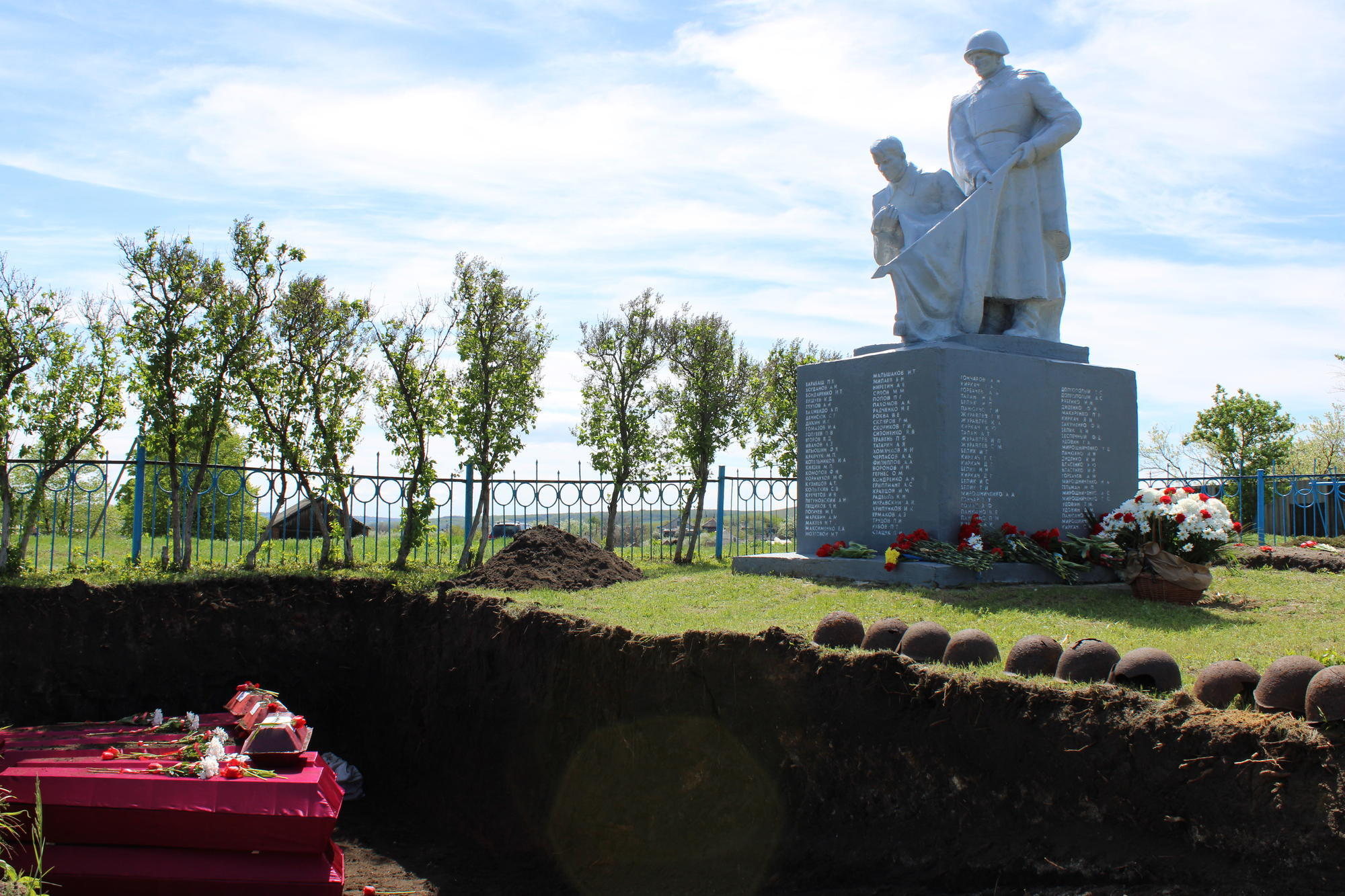 братская могила в Никольском