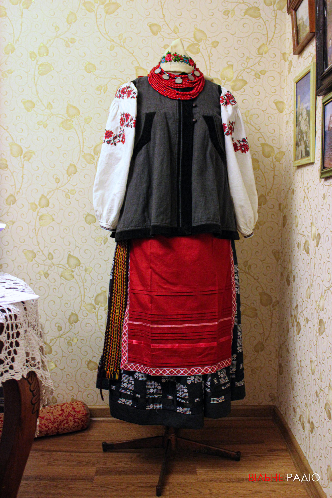 Традиционный украинский наряд, воссозданный в мастерской Бахмута