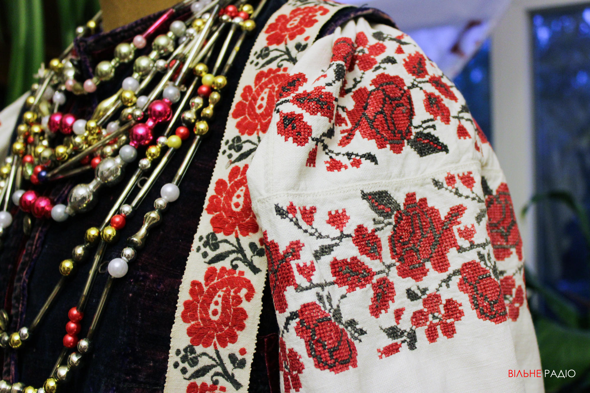 Українське вбрання, яке відтворює майстриня з Бахмута