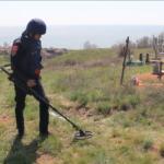 Рятувальники знайшли 13 вибухових боєприпасів на кладовищах Донеччини