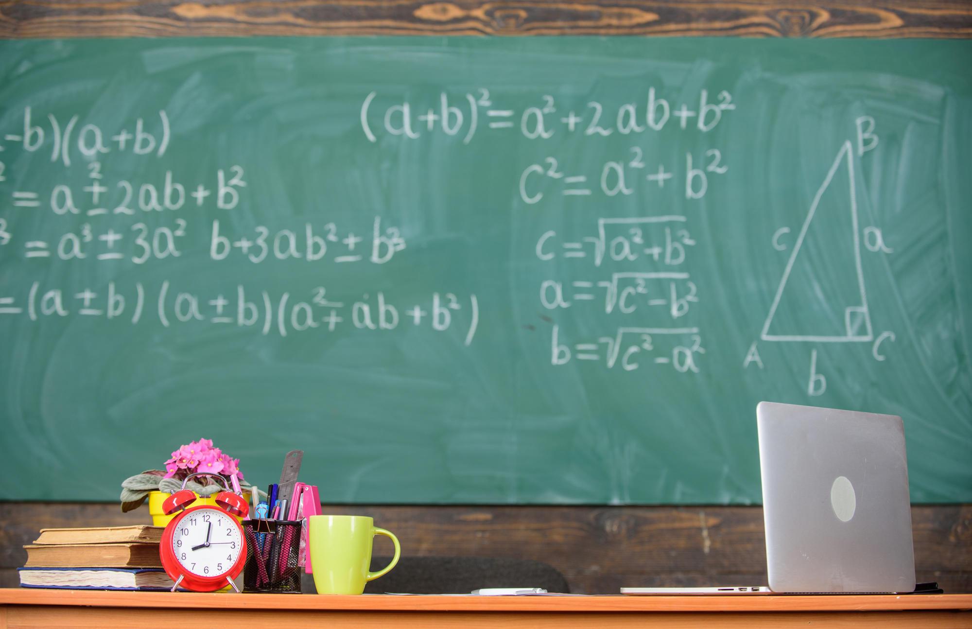 ноутбук у шкільному класі