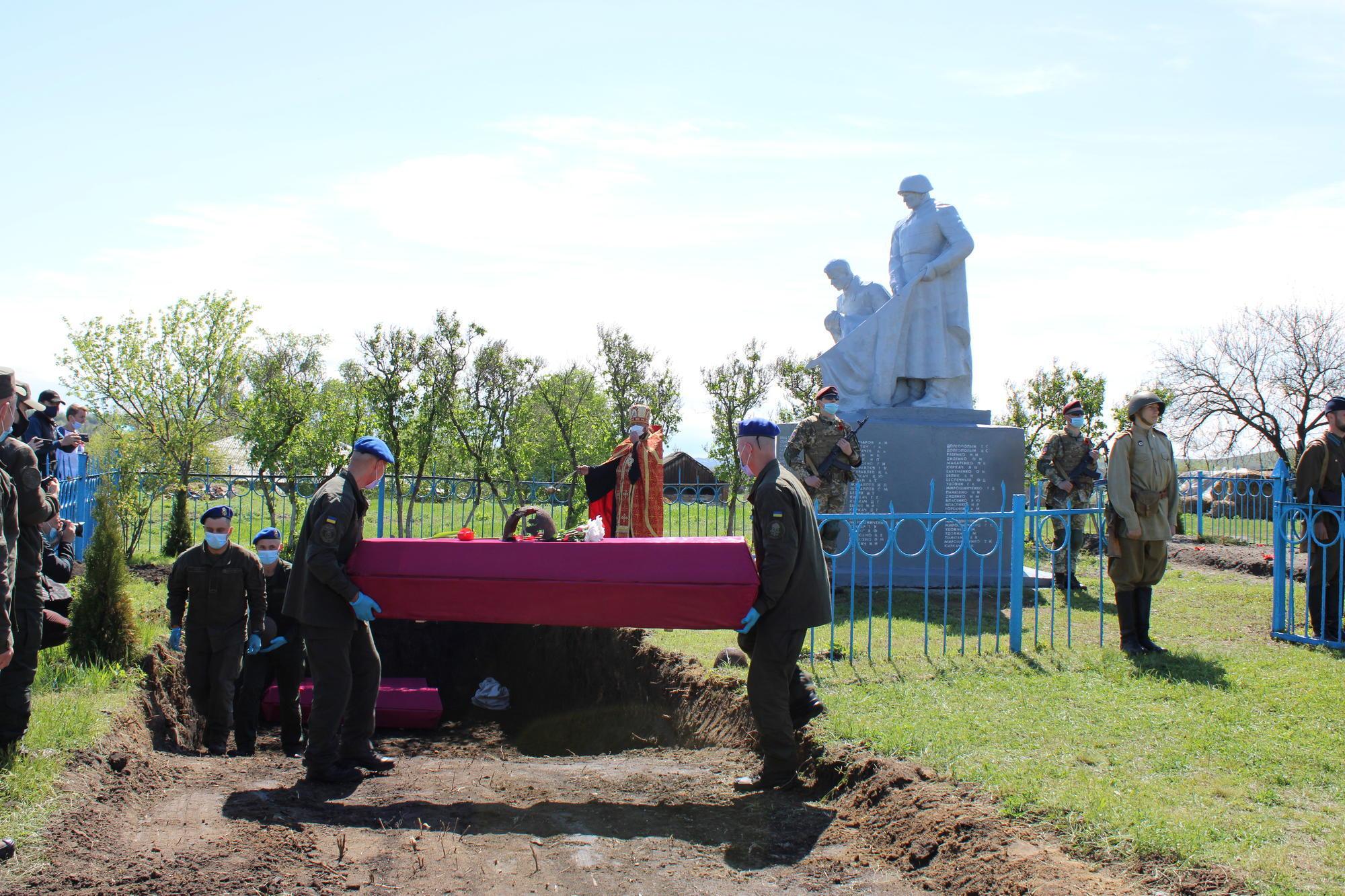перезахоронення воїнів ВОВ у братську могилу