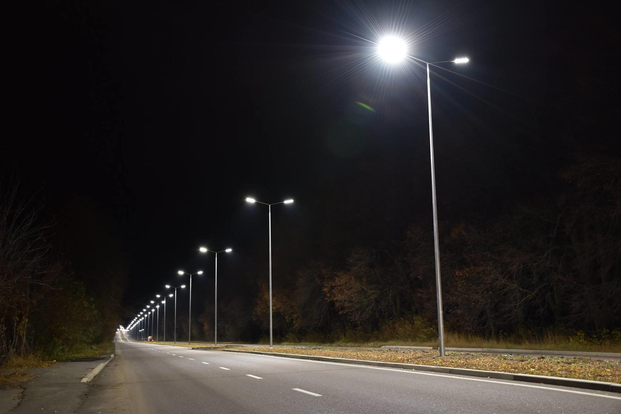 світлодіодні ліхтарі вночі