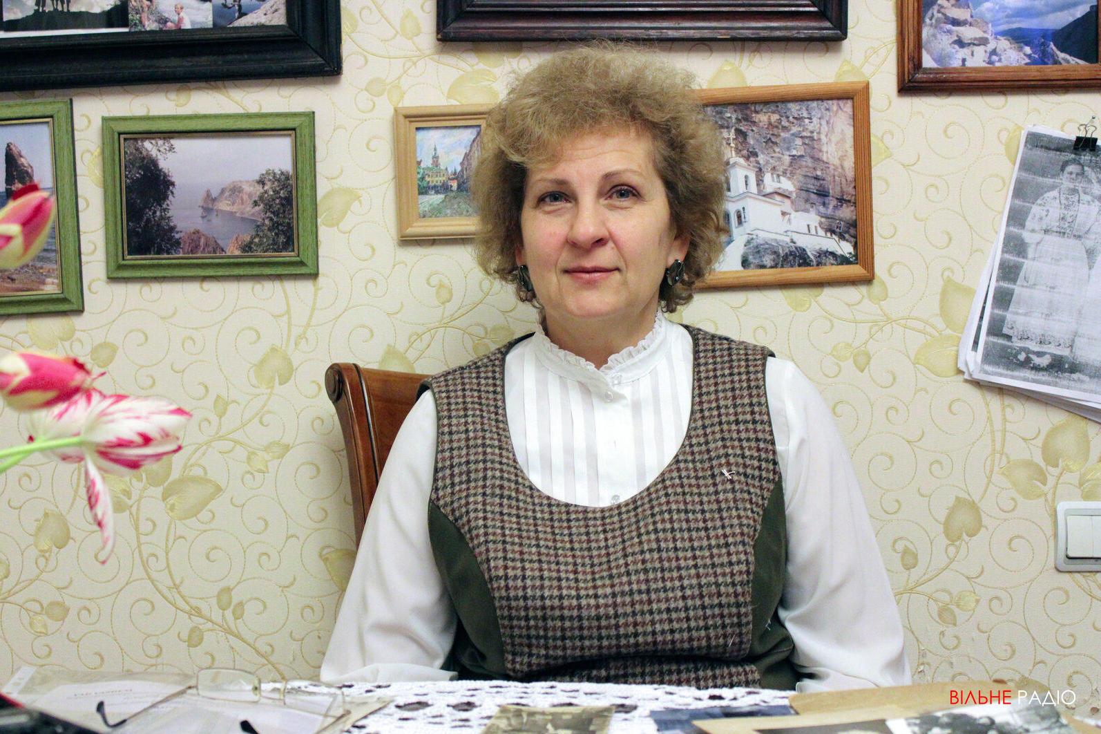 Світлана Кравченко з Бахмута відтворює старовинні українські строї